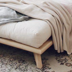 Senza Bed corner detail